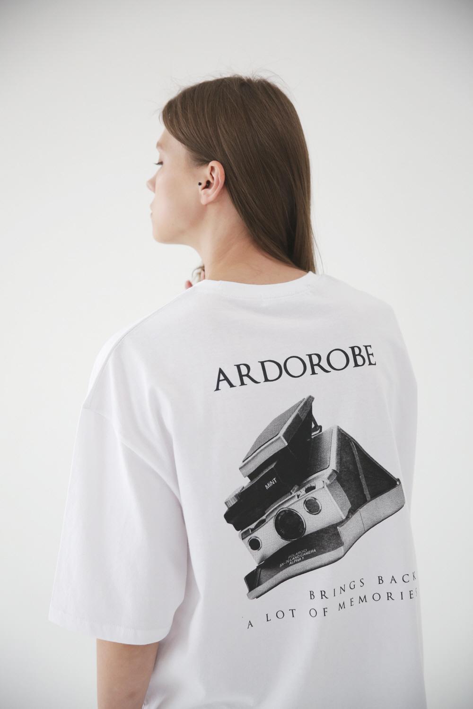 아더로브(ARDOROBE) 폴라로이드 오버핏 반팔티 ATS182205-WT