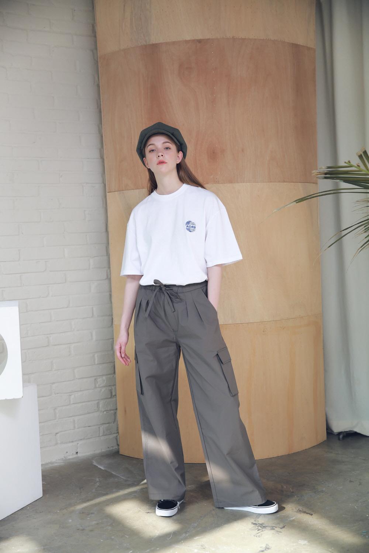 아더로브(ARDOROBE) 유니섹스 시그니처 스카치 로고 티셔츠 ATS192005-WT